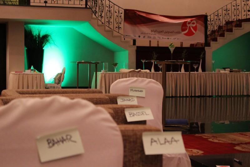 أسماء الغائبين من المدونين العرب على الكراسي المخصصة لهم والتي بقيت فارغة - سورة، هشام المرآة
