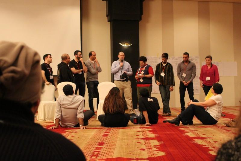 المدونون خلال نقاشات بعد الظهر - سورة، هشام المرآة